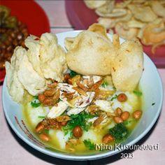 Bubur ayam yg hangat sangat nikmat bila disantap bersama kecap manis Bango.