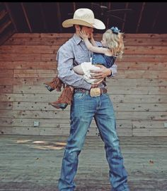 38 Super Ideas for baby girl country nursery children Country Couples, Country Girls, Country Babies, Country Man, Cute Baby Pictures, Cowboy Family Pictures, Country Baby Pictures, Hunting Baby Pictures, Western Family Photos