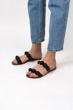 Γυναικεία σανδάλια Arezzo. Είναι κατασκευασμένα από άριστης ποιότητας υλικά, αντιολισθητική σόλα για σταθερό περπάτημα. Μια ιδιαίτερη επιλογή που θα δώσει ξεχωριστό στυλ σε κάθε σας εμφάνιση. Birkenstock Mayari, Shoes, Fashion, Moda, Zapatos, Shoes Outlet, Fashion Styles, Shoe, Footwear