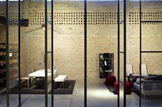 Galeria de A Casca e seu Conteúdo – Showroom Italia B&B / Pitsou Kedem Architects - 17