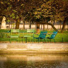 Spotkanie z przyjaciółmi w parku.