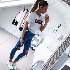 53 Women Outfits Ideas with Ripped Jeans to Makes You Look Casual - Aksahin Jewelry Cheap Summer Outfits, Outfits For Teens, Spring Outfits, Trendy Outfits, Summer Clothes, College Outfits, Classy Outfits, Ariana Grande Outfits Casual, Teen School Outfits