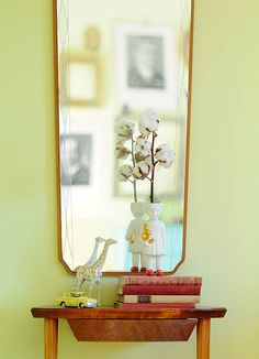 Yard Sale Mirror and Side Table, Lammers en Lammers ceramic girl Clonette doll vase. kootut murut