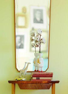 Yard Sale Mirror and Side Table, Lammers en Lammers ceramic girl Clonette doll vase. kootut murut