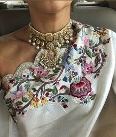 Guess who? It's and looks absolutely gorgeous in a Tyaani Choker at the ceremony! Zardosi Embroidery, Hand Work Embroidery, Couture Embroidery, Embroidery Suits, Embroidery Fashion, Beaded Embroidery, Embroidery Designs, Indian Party Wear, Indian Wear