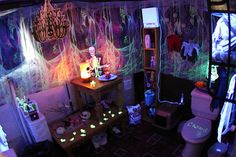 Halloween Decor So Bad, It's Good: How to Haunt Your NYC Home Halloween decor can make or break your Halloween party, so do it up right! Even if you only have one day to prepare, NYC has all you need to put together a memorably bewitching event that will terrify everyone who dares to stop by. Try these spooky tips.