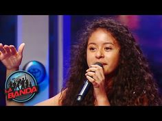 "Alondra Santos  La Banda made its return for a second season on Sunday, September 11, 2016. Young Alondra came ready to wow the judges, when she took the stage full of life to perform Selena's ""Como La Flor."""