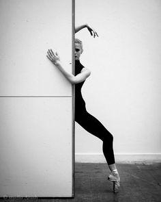 57 Ideas For Belly Dancing Poses Art Modern Dance Photography, Dancer Photography, Street Dance Photography, Ballet Pictures, Dance Pictures, Dance Photo Shoot, Dance Poses, Contemporary Dance, Ballet Beautiful