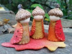 Autumn peg gnomes made in the hills of Mount Dandenong. Ideal for a nature table or as dining-table companions. Wood Peg Dolls, Clothespin Dolls, Christmas Gnome, Christmas Crafts, Xmas, Nature Table, Waldorf Dolls, Fairy Dolls, Hand Designs
