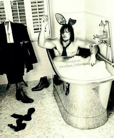 Norman Rabbit having a bath! Daryl Dixon, Norman Reedus, Rick Y, Fear The Walking Dead, Stuff And Thangs, Dead Man, Love Pictures, Man Alive, Baby Daddy