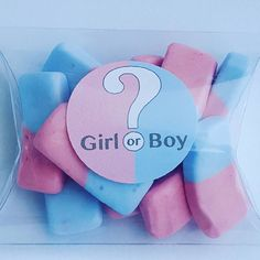 Gender reveal and baby shower candy favours. Baby Shower Favours, Personalized Baby Shower Favors, Baby Shower Candy, Personalized Candles, Sunflower Wedding Favors, Candy Favors, Pillow Box, Baby Shower Gender Reveal, Reveal Parties