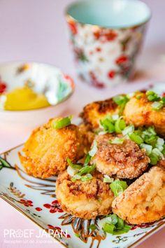 Recept: Gefrituurde tofuballetjes | Proef Japan Ketchup, Bento, Tofu, Japan, Snacks, Ethnic Recipes, Tapas Food, Okinawa Japan, Appetizers