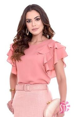 Women's Tops Blouses has never been so Adorable! Since the beginning of the year many girls were looking for our Top guide and it is finally got released. Now It Is Time To Take Action! Blouse Styles, Blouse Designs, Mode Style, Blouses For Women, Designer Dresses, Casual Outfits, Fashion Dresses, Fashion Looks, Womens Fashion