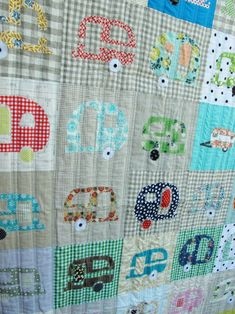 It is time for Glamping! I really love this quilt. This must be fun summerquilt to make and finally get to use all the scraps.