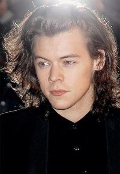 I JUST WANT TO BRAID YOUR HAIR & CHOKE MYSELF WITH IT CAUSE GODDDD DAMMMNN