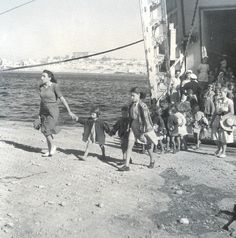 Voula Papaioannou - Βούλα Παπαϊωάννου Vintage Pictures, Old Pictures, Old Photos, Greece Pictures, Greece Photography, Great Photographers, Athens, Old World, The Past