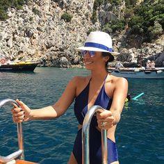 Buongiorno  Já no mar porque o dia amanheceu ainda mais lindo hoje ☀️ #summer #capri #italy @oticafast