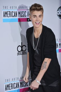 AMAs 2012 Red Carpet - JUSTIN BIEBER