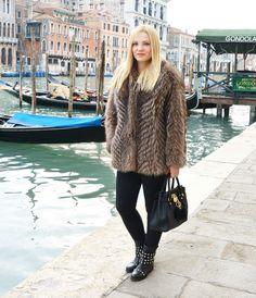 #furcoat #fur #coat #patriziapepe #michaelkors #bag #boots #bikerboots #puschokandbear #blogger #fashion #style