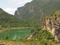 Una de las rutas más espectaculares que puedes hacer en Catalunya. El Congost de Mont Rebei, Lleida  #senderismo   #hiking   #turismo   #tourism      #catalunya   #lleida   #lerida   #vacaciones   #holidays   #mirecreo   #montrebei