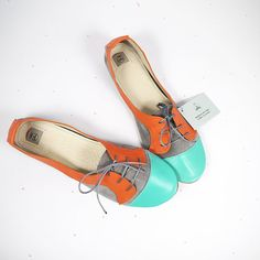 Mint, Tangerine and gray leathers, rounded toe, satin laces: the Sofia oxford will revitalize all you looks and will sweetly cuddle your feet.    www.elehandmade.etsy.com