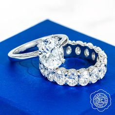 This week's best in box features @tacori RoyalT oval solitaire engagement ring with a high-polished band and secret diamond details on the inner face paired with an oval RoyalT Anniversary Band. Are you a fan of oval? Comment below and let us know! #Tacori #TacoriRing #engagementring #weddingband #RoyalT #AnniversaryBand #ovaldiamond