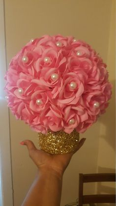 Royal Theme baby shower centerpieces Royal ball with flowers, pearls and a gold glitter base Diy Baby Shower Centerpieces, Girl Baby Shower Decorations, Girl Decor, Floral Centerpieces, Baby Shower Themes, Wedding Centerpieces, Wedding Decorations, Centerpiece Ideas, Wedding Themes