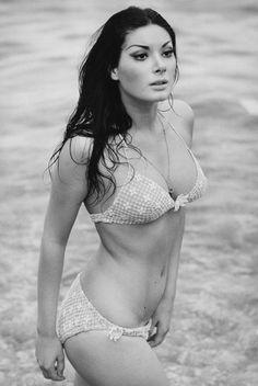 French born Italian actress Edwige Fenech in a bikini. Merle Oberon, Shirley Jones, Veronica Lake, Classic Beauty, Timeless Beauty, Barbara Carrera, Babe, Celebrity Bodies, Celebrity Crush