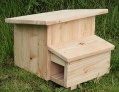 Igelhaus katzensicher Scrap Wood Projects, Outdoor Projects, Hedgehog House, Outdoor Shelters, Bird House Kits, Diy Bird Feeder, Garden Animals, Bird Boxes, My Secret Garden