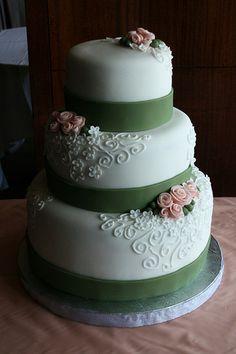 olive and peach wedding | Peach Roses Wedding Cake