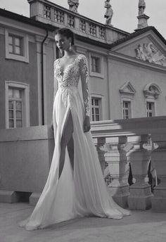 www.bridesbible.nl #trouwjurk #bruidsjurk #split #tighhighsplit #sexy #kant