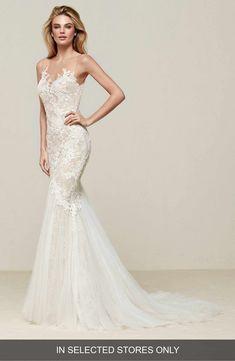 Main Image - Pronovias Drinam Lace & Tulle Mermaid Gown