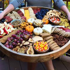 Unique Wedding Catering Ideas for the Big Day – MyPerfectWedding Charcuterie Platter, Charcuterie And Cheese Board, Charcuterie Ideas, Cheese Boards, Gourmet Breakfast, Fall Breakfast, Raw Food Recipes, Fall Recipes, Pumpkin Cream Cheese Dip