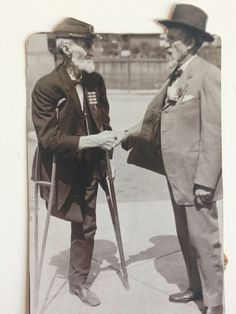 A Union and Confederate Veteran meet at the 1913 Gettysburg reunion. The Gettysburg Museum Of History archives.