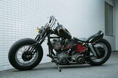 ほぼストックに近いスタイルだったという4速FLHは、GOOD MOTORCYCLESの手によってチョッパースタイルにカスタムされた。