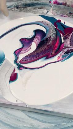 Pour Painting Techniques, Acrylic Pouring Techniques, Acrylic Pouring Art, Acrylic Art, Diy Resin Projects, Canvas Art Projects, Canvas Painting Tutorials, Flow Painting, Simple Canvas Paintings