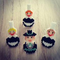 Bigouden et ses bigoudennes  ahaha. Contente de ces nouveaux modèles #lesmidinettes #le_d_des_midinettes #motiflesmidinettes  #diy  #perlesmiyuki #miyuki #tissageperles #brickstitch #jenfiledesperlesetjassume #perlesaddict #bijoux #broche #bretagne #bretonnes #bretons #bigoudenne #bigoudennes