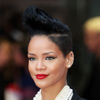 Are you a die-hard fan of Rihanna? Then, would you like to imitate her hairstyles and look stunning? Here are 10 trendy Rihanna short hairstyles for you to look at Short Black Haircuts, Short Shaved Hairstyles, Rihanna Hairstyles, Mohawk Hairstyles, My Hairstyle, Short Hairstyles For Women, Pixie Haircuts, Hairdos, Famous Hairstyles