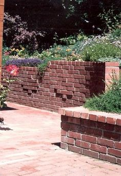 brick pattern ncreated by overhanging brick in regular pattern