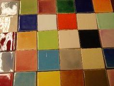 Tegels: terra cotta tegels - cementtegels - volkeramische tegels - gepolijste tegels - geglazuurde tegels - anti slip tegels - wandtegels - keukentegels - zeliges - badkamertegels - glasmozaiek...