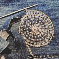 Textile Texture, School Ideas, Straw Bag, Knit Crochet, Clever, Textiles, Crafty, Knitting, Jeans