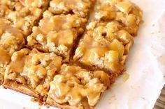 Quadrados crumble de maçã com caramelo salgado   flor do brownie