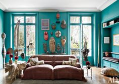 love the color with wooden objects