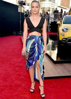 Look da cantora Olivia Holt no red carpet do AMA 2015.