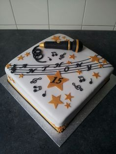Microphone singer cake