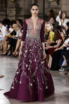 Paris Haute Couture Fashion Week Fall Georges Hobeika showcased a collection that can only be described as a royal fashion affair. Georges Hobeika, Live Fashion, Fashion Show, Lolita Fashion, Fashion Fashion, Fashion News, Haute Couture Fashion, Designer Gowns, Royal Fashion