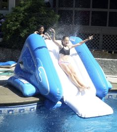 Pool Party ideas: Am inflatable swimming pool slide provides lots of fun entertainment to any kids pool party. Pool Party Games, Pool Party Kids, Kid Pool, Pool Toys And Floats, Pool Floats, Swimming Pool Slides, Swimming Pools, Inflatable Pool Toys, Water Toys