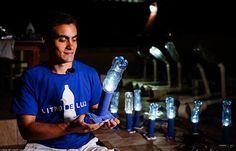 Jovem leva luz para comunidades pobres com garrafas PET