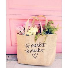 Farmer's Market tote bag, very rustic & chic! Sewing Projects, Projects To Try, Vinyl Projects, Market Displays, Reusable Grocery Bags, Farm Stand, Girly, Display Design, Market Bag