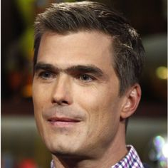 Learn more about celebrity chef Hugh Acheson. Read about his three acclaimed restaurants, role on <i>Top Chef</i> and award-winning cookbook at Biography.com.